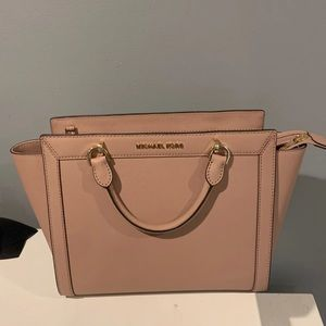 Light pink handbag
